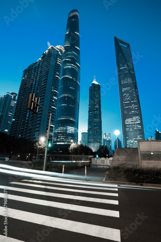 Foto op Plexiglas Shanghai Empty road surface with city landmark buildings of night