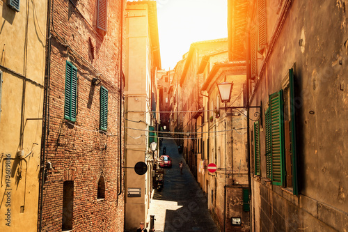 Poster Smal steegje Narrow streets in the old Siena, Tuscany, Italy