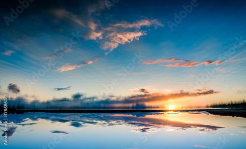 Fotobehang Zee zonsondergang Céu
