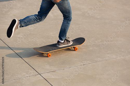 Fotobehang Skateboard skateboarder legs skateboarding on skatepark