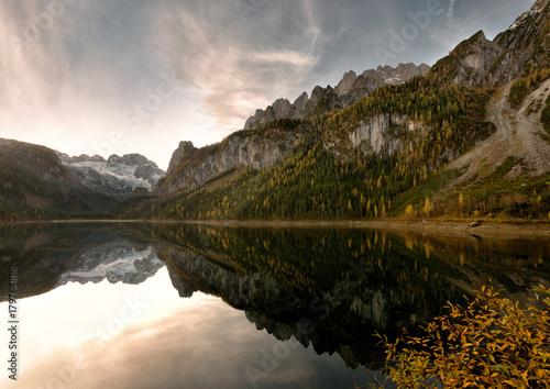 Foto op Plexiglas Bergen Autumnal Lake - See im Herbst