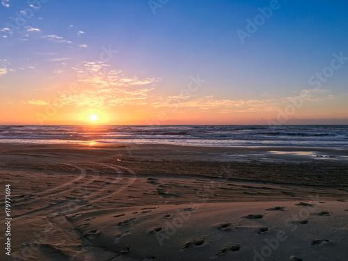 Aluminium Strand Nascer do sol colorido em praia