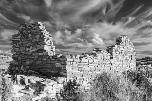 Papiers peints Arizona Box Canyon Ruin in Black and White