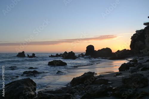 Fotobehang Zee zonsondergang Dusk at the beach
