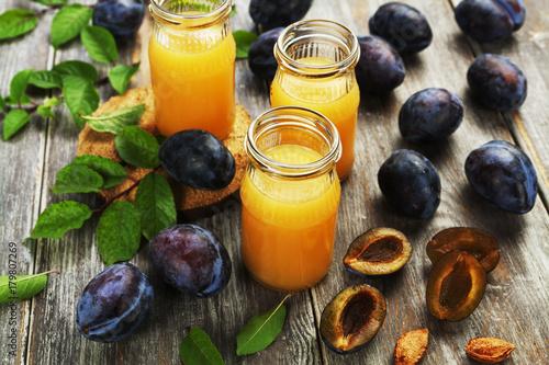 Foto op Plexiglas Sap Fresh plum juice