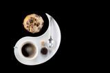 Tasse de café avec viennoiseries vue de dessus