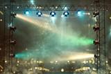 Bühne mit Lichtshow - 179858423