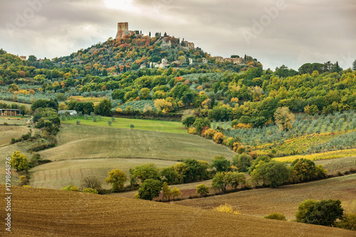 Papiers peints Toscane Italy. Tuscany. Vineyards. Hill towns.