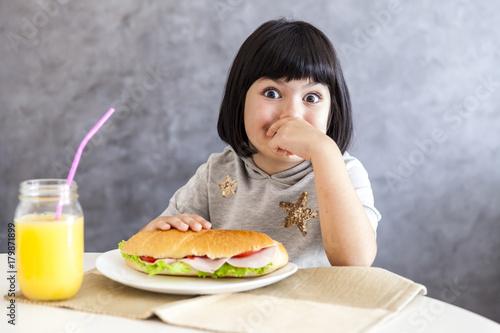 Fotobehang Sap Portrait of little girl having breakfast at home
