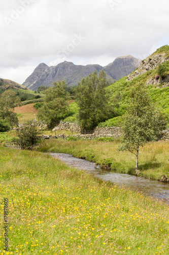 In de dag Pistache Langdale Valley landscape in the Lake District, England