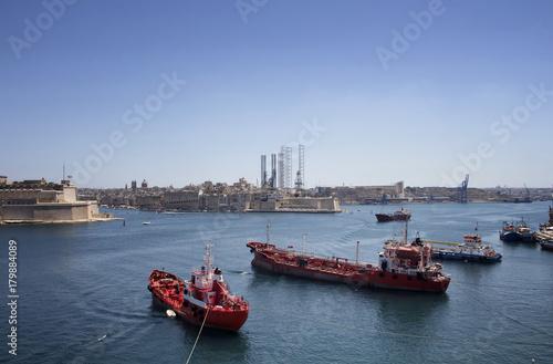 Keuken foto achterwand Schip View of ships and Valletta city in Malta.
