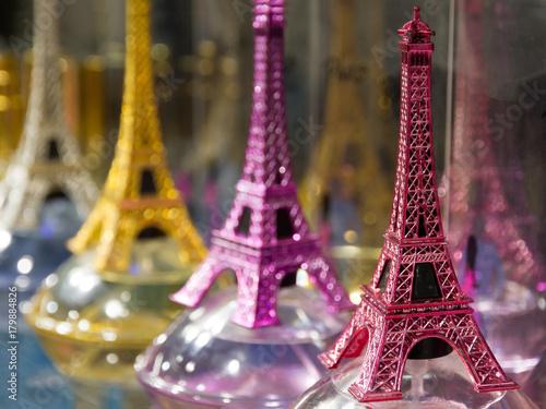 Foto op Aluminium Eiffeltoren Eiffel tower souvenirs