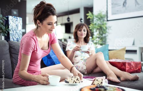 Plexiglas Konrad B. Chillout time, good coffee and sweet cake - girlfriends meeting