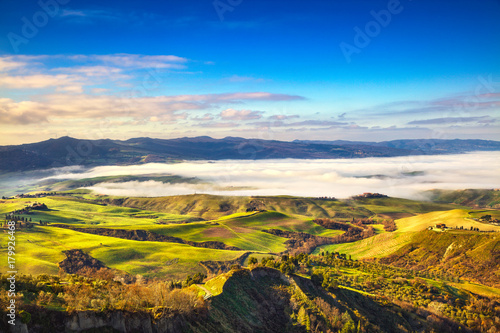 Deurstickers Toscane Balze of Volterra foggy morning panorama, farmlands and green fields. Pisa, Tuscany, Italy.