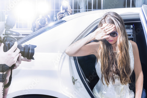 Foto Murales Actress stepping out of a limousine on a red carpet event
