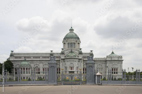 Foto op Plexiglas Bangkok The Ananta Samakhom Throne Hall in Thai Royal Dusit Palace, Bangkok, Thailand.