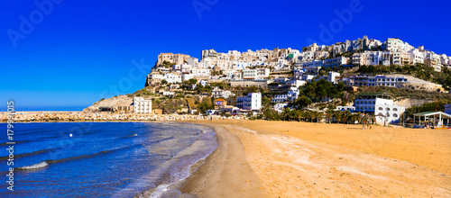 Fotobehang Freesurf Italian holidays - picturesque Peschici with wide sandy beach in Puglia.