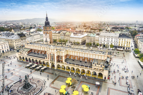 Papiers peints Cracovie Cloth's Hall and Old City Hall Tower on Market Square, Krakow, Poland