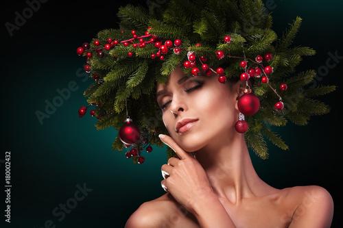 Plakat Christmas Girl Makeup. Winter hairstyle