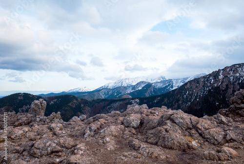 Papiers peints Cappuccino Malowniczy górski krajobraz Tatr widziany w listopadowy dzień