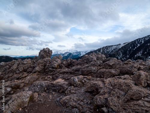 Fotobehang Zwart Malowniczy górski krajobraz Tatr widziany w listopadowy dzień