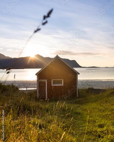 Foto op Plexiglas Blauwe hemel Arctic Beach Hut