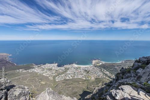 Foto op Plexiglas Blauwe hemel Spetacular view from the top of Table Mountain, in Cape Town, South Africa