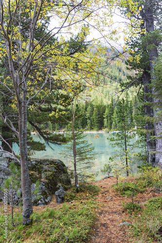 Papiers peints Kaki Medial Multinskiye lake. Altai mountains autumn landscape, Russia.