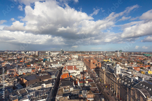 Fotobehang Amsterdam Amsterdam skyline from public Damrak square