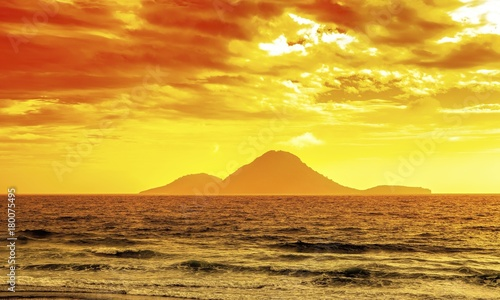 Fotobehang Zwavel geel Serene New Zealand Seascape
