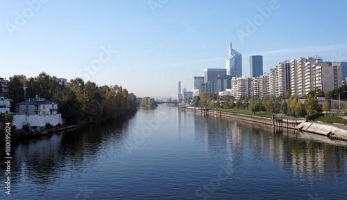 Fotobehang Parijs Île de la Jatte island and Seine River banks in Paris suburb