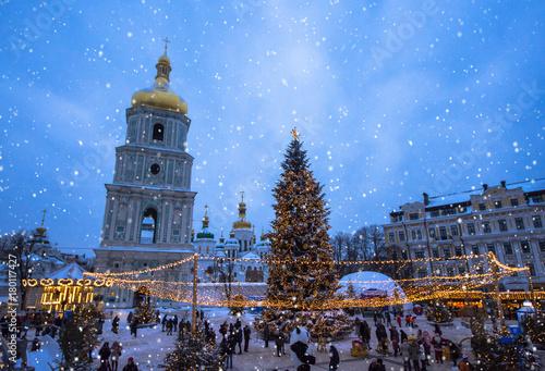 Foto op Plexiglas Kiev Beatiful view of Christmas on Sophia Square in Kyiv, Ukraine. Main Kyiv's New Year tree and Saint Sophia Cathedral on the background