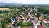 Luftaufnahme einer Kleinstadt - 180119676