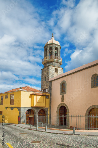 Staande foto Canarische Eilanden Church of Santo Domingo and Former Convent of San Benito Abad in La Orotava, Tenerife, Spain