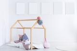Kid's bedroom with pompons - 180135468