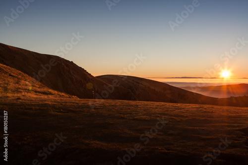 Papiers peints Morning Glory Sonnenaufgang in den Bergen