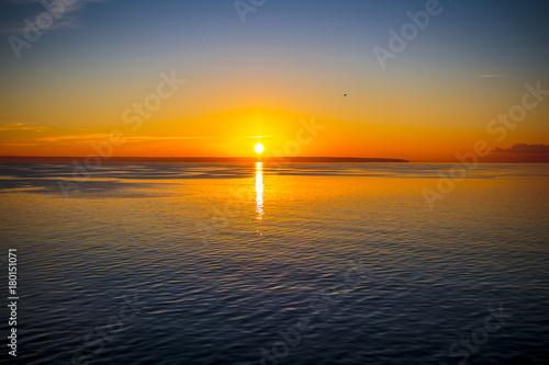 Deurstickers Zee zonsondergang Amanecer en el ferry
