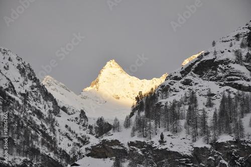 Fotobehang Donkergrijs Zermatt Switzerland and The Matterhorn 3