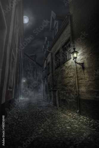 Fotobehang Smalle straatjes Street of Old Tallinn