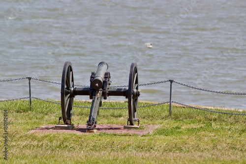 Fotobehang Donkergrijs Small Cannon, Fort Sumter