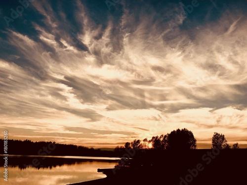 Foto op Plexiglas Ochtendgloren Sunrise on river.