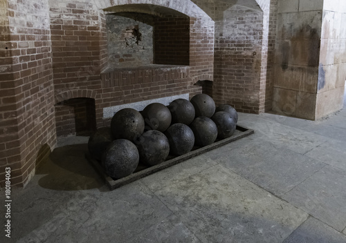 Foto op Plexiglas Schip Cannon balls arranged in the Fort Point National Park
