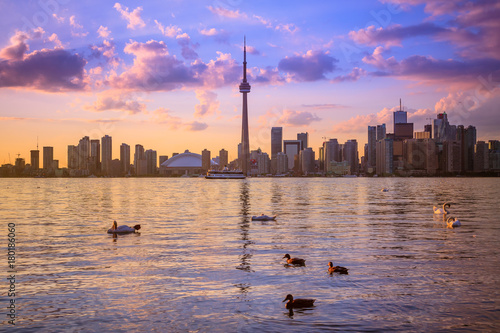 Fotobehang Toronto View of Toronto city from Central Island during sunset