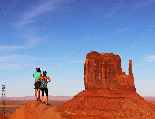 Foto op Canvas Baksteen Couple Hiking Monument Vallery with one of The Mittens