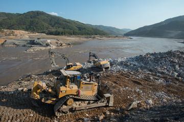Building Xayaburri Dam, Xayaburi, Laos