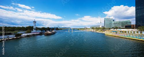 Foto op Plexiglas Wenen Postcard from Wien and Danube