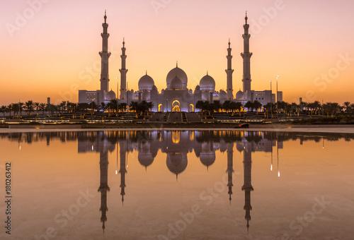 Fotobehang Abu Dhabi Sonnenuntergang an der Sheikh Bin Zayed Grand Mosque