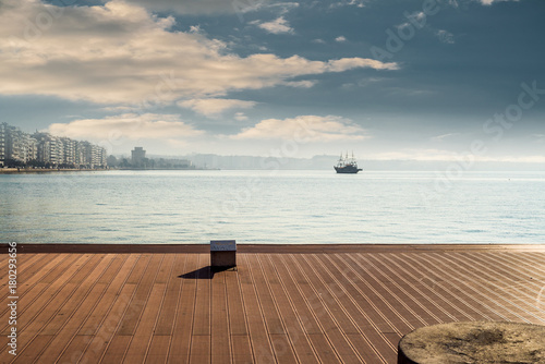 Keuken foto achterwand Schip Thessaloniki City from Port, view of sea and white tower