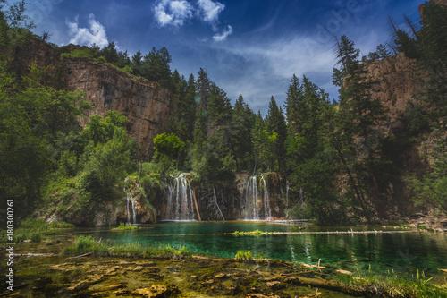 Foto op Aluminium Bergen Serene Hanging Lake Waterfalls