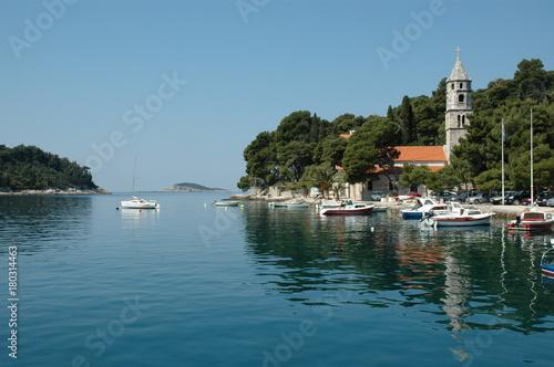 Fotobehang Schip Village pittoresque de Cavtat, en Croatie du Sud